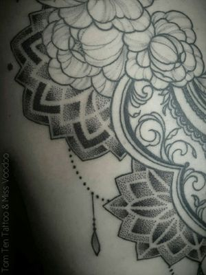 #dotwork #dotworktattoo #geometrictattoo #geometric #sacredgeometry #mandala #mandalatattoo #mandaladotwork #sacredgeometrytattoo #psychedelic #psychedelictattoo #armtattoo #blackworktattoo #blackwork #patternwork #patterntattoo #pattern #backpiecetattoo #backpiece #backtattoo #tattooedwomen #girlytattoo #girlswithtattoos #girly