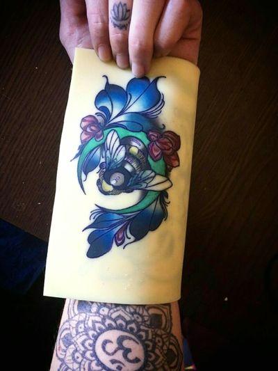 🐝💕💖 #tete #apprenticetattoos #tattoo #tattoos #apprentice #learning #tattooapprentice #ink #tatuajes #spain #work #loveit #master #mastertattoo #class #classroom #inked #inkedgirl #loveink #lovethismaster #bee #beetattoo #vegan #mandala #om #mandalatattoo #lotto #colortattoo #colourtattoo