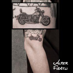 #bike #motorcycle #motor #shadow #chopper #cruiser #linework #tattoo #tattooartist #minimaltattoo #blacktattoo #tattooidea #art #tattooart #tattoooftheday #tattoostagram #ink #inked #minimal #customtattoo #customdesign #tattooist #detailedtattoo