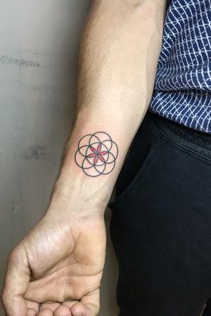 @_je_to_on_ 🔥🔥🔥 #handpoke #tattooart #tattoo #tattooartist #ink #stickandpoke #tetovani #handpoked #minimalist #ignorantstyle