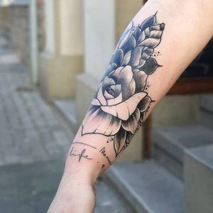 Linework flower ❤️ . . #tattoo #ink #linework #flower #tattoolove