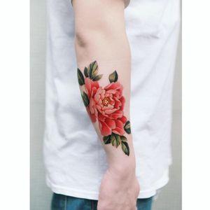 Peony done in Hong Kong. #tattoo #Korea #tattooart #koreatattoo #koreatattooist #flowertattoo #illustration #birthflowertattoo #tattooistartmag #hongdae #flowers #coloredtattoo #watercolortattoo #hongdaetattoo #norigae #tattooistsion