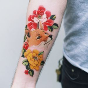 Fox and peony, done in Canada. #tattoo #Korea #tattooart #koreatattoo #koreatattooist #flowertattoo #illustration #birthflowertattoo #tattooistartmag #hongdae #flowers #coloredtattoo #watercolortattoo #hongdaetattoo #norigae #tattooistsion