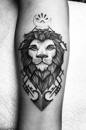 #lion #liontattoo #blackwork #firsttattoo #dotwork #blackworktattoo #lionhead