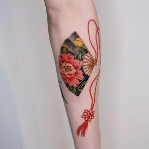 Peony fan with red strings. #tattoo #Korea #tattooart #koreatattoo #koreatattooist #flowertattoo #illustration #birthflowertattoo #tattooistartmag #hongdae #flowers #coloredtattoo #watercolortattoo #hongdaetattoo #norigae #tattooistsion