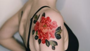 A red peony on her shoulder, done in Hong Kong. #tattoo #Korea #tattooart #koreatattoo #koreatattooist #flowertattoo #illustration #birthflowertattoo #tattooistartmag #hongdae #flowers #coloredtattoo  #watercolortattoo #hongdaetattoo #norigae #tattooistsion