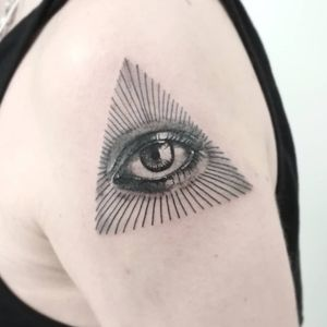 #тату #всевидящееоко #trigram #tattoo #allseeingeye #inkedsense #tattooist #кольщик