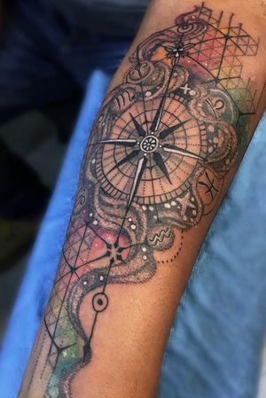 #balmtattoo #tattooartist #tattoowatercolor #brujula #tattootodo #signo #zodiactattoo #zodiacsign #zodiac #puntillismo #blackwork