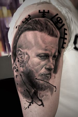 Ragnar! Would love to do more like this #portrait #blackandgrey #realism #tattooartist #tattooart
