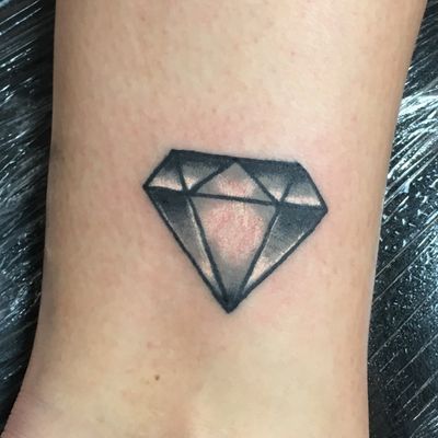 Diamonds arent forever #solidink #meekBtattoos #sandiego #california #trad #traditional #traditionaltattoo #color #BoldTattoos #life ##hivecaps #fkirons #neotraditional #neotraditionaltattoo #diamond #ankle #shinebrightlikeadiamond