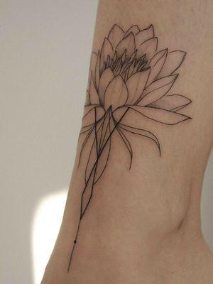 #flowertattoo #floraltattoo #floraltattoos #fineartist #femenino #femaletattooartist #femaletattooist