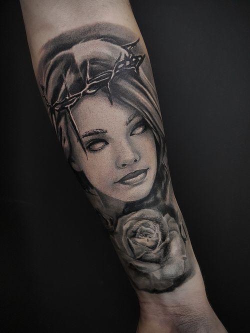 #tattoolife #tattooistartmagazine #tattooartwork #tattooartistwanted #tatz #tatoist #tattooers #tattooink #tattoopoland #thebesttattooartists #poznantattoo #poznan #krakow #krakowtattoo #poland #markgraftattoo #portrait #horror #dark #girlface #rose