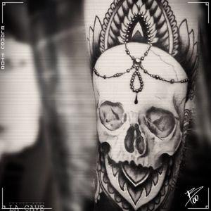 #skull #realistic #realistictattoo #realisme #realist #tetedemort #ornementaltattoo #ornement #onrnemental #mandala #skulltattoo #tatouagebras #armtattoo #sleeve #tattoosleeve #sleevetattoo