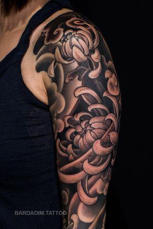 Japanese tattoo. @bardadim.studios #japanesetattoo #japaneseink #inked #japanesesleeve #koitattoo #koisleeve #asiantattoo #irezumi #wabori #traditionaltattoo #irezumicollective #magicmoonneedles #fitnessmotivation #fitness #tattoovideo #nyctattoo #tattoovideos #ttt #wtt #tttism #tattoo #tattooartist #tattooideas #blackandgreytattoo #colortattoo #tattoodo #tat