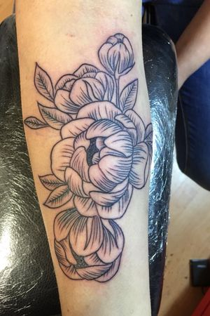 #flowertattoo #blacktattoo #blackwork # #blackworktattoo #porvida #tattoo #tattoos #stockport #edgeley #manchester #stencilstuff #hondnaai #yamilab #elgatonegrotattoocare #saviourtattoosupplies #pennyblacktattoobutter #booksneverclosed #walkinswelcome