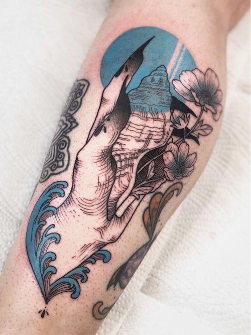 Tattoo by Jen Tonic #JenTonic #Awesometattoos #besttattoos #tattoodoapp #appartists #trendingtattoos #toptattoos #tattoodoappartists #illustrative #hand #shell #flower #floral #color #blue