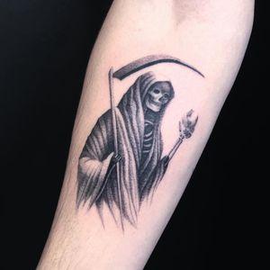 Thomas Bennington aka Bad Luck Veteran  #ThomasBennington #BadLuckVeteran #illustrative #blackandgrey #sketch  #surrealism #surreal #minimal #traditional #Chicano #graphite #reaper #skeleton #skull #world #scythe