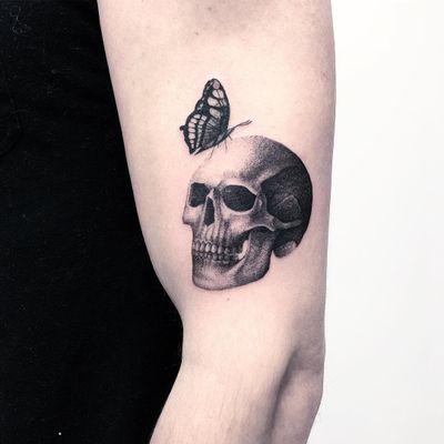 Thomas Bennington aka Bad Luck Veteran #ThomasBennington #BadLuckVeteran #illustrative #blackandgrey #sketch #surrealism #surreal #minimal #traditional #Chicano #graphite #skull #death #butterfly