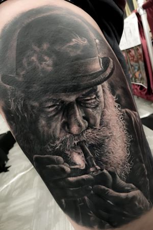 Old man smooking 🔥 made in Colombia! #radiantcolorsink #realism #realistic #blackandgrey #shading #artwork #colombiaink #colombia #guestspot