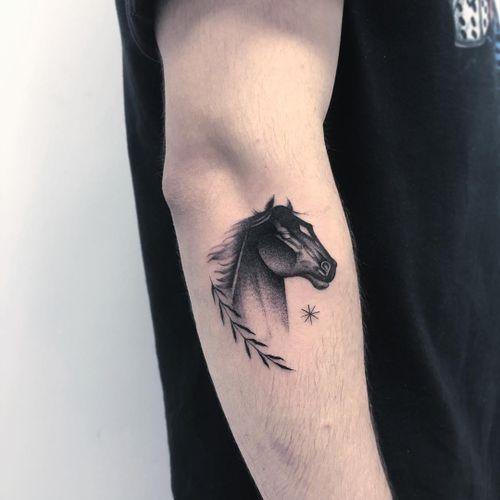Thomas Bennington aka Bad Luck Veteran  #ThomasBennington #BadLuckVeteran #illustrative #blackandgrey #sketch  #surrealism #surreal #minimal #traditional #Chicano #graphite #horse #animal #leaves