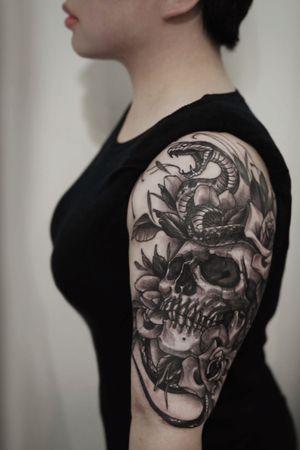 I like #skull #roses #snaketattoos