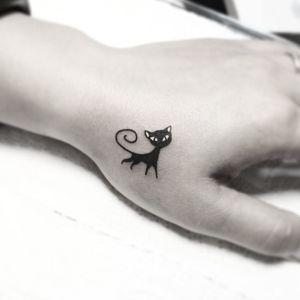 #тату #кошечка #trigram #tattoo #kitty #inkedsense #tattooist #кольщик