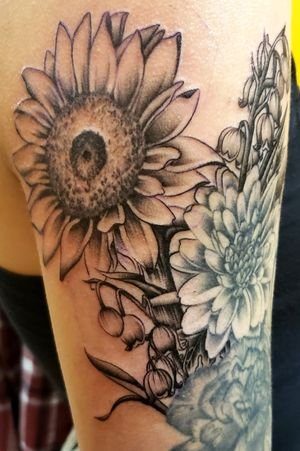 #sunflowers #shannonbrowntattoos #shannonbrownart #LocalColorInk