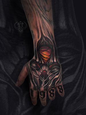 #madmamont #blackandgrey #blackngrey #realistic #realism #black #horror #skull #biomechanical #organic #hand #color #lightning