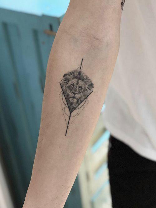 Healed ! #lion #liontattoo #tattoos #Black #blackandgrey #blackwork #blacktattooart #portrait #ink #Tattoodo #alianilercel