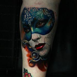 Tattoo by Rember Orellana #RemberOrellana #venetianmask #venetianmasktattoo #mardigras #carnival #brazil #neworleans #italy #2019 #masktattoo #mask #color