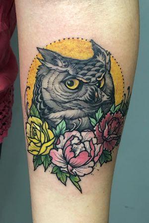 Neotrad owl n flowers representing family members .Thks Melissa n @ibujennie .#tattooinspiration #inkedmagazine #inkedgirls #inkstinctsubmission #tattoooftheday #neotradtattoo #neotrad #neotraditionaltattooers #newtraditional #neotradsub #tattoodo #eagleviewtattooproducts #skinartmag #skinart #skinart_mag