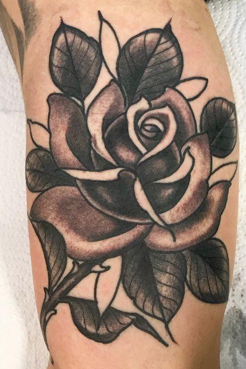 rosa #rose #rosetattoo #tattoo #tattooartist #blackandgrey #traditionalblackwork #traditional