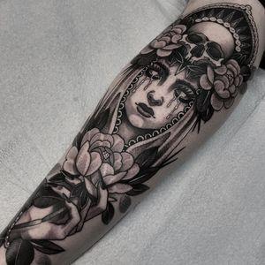 Tattoo by Gina Ilczyszyn #GinaIlczyszyn #ladyheadtattoos #ladyheadtattoo #ladyhead #lady #portrait #woman #beauty #blackandgrey #neotraditional #flower #floral #hand #tears #virginmary #skull