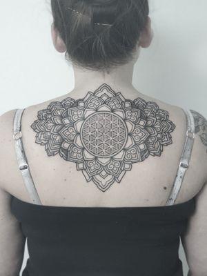 #dotwork #dots #ornament #ornamentaltattoo # mandala #floweroflife #geometry #geometrictattoo