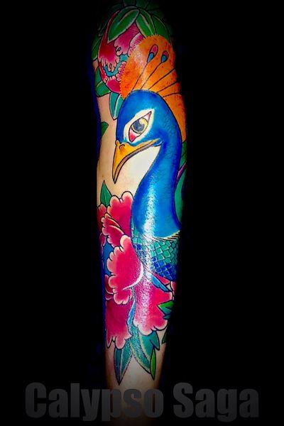 #calypsosaga #peacock #birdtattoo #legtattoo #femaletattooist #londontattooartist #tattoo