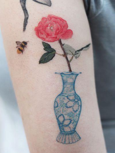 Tattoo by Jangbarim #Jangbarim #besttattoos #favoritetattoos #uniquetattoos #specialtattoos #tattoosformen #tattoosforwomen #vase #pottedplant #rose #peony #flower #floral #bee