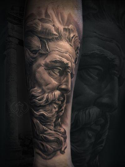 #madmamont #blackandgrey #realism #realistic #sculpture #zeus #Poseidon #god #old #art #greek