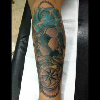 #tattoo #ink #inked #freehand #freehandtattoo #agregado #arreglo #football #roses #brujula #luchotattoo #luchotattooer #pergamino #buenosaires