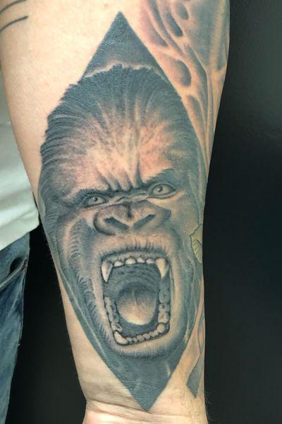 #blackandgrey #silverback #gorilla #davincitattoo #MikeHildebrandt #newyork