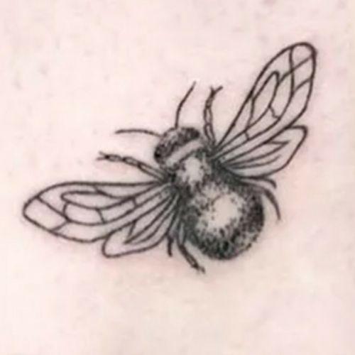 #bee #breast #tattoo #fineline #oberarm #artist #follow #followforfollower#blackandgrey #instatattoo#germantattooer#nadel #liebe #kunst #Schauspieler #mix #follow #followforfollower #blackandgrey#instatattoo #germantattooer#natur #artist #blackandgrey #dotwork