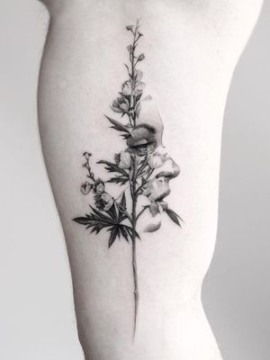 Tattoo by Oscar Akermo #OscarAkermo #naturetattoo #nature #animal #plants #environment #flower #floral #portrait #lady #ladyhead