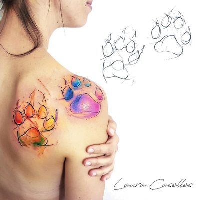 Siluetas de las huellas de sus perros 🐶con un toque de color en acuarela 😍👌#tattoo #tattoos #tatuaje #tatuajemostoles #tatuajemadrid #tattoogirl #laude #womantattoo #mostolestattoo #madrid #mostoles #lauracaselles #kawaii #cat #watercolor #kitty #lovetattoo #watercolortattoo #acuarela #acuarelatattoo #footprints #cats #cattattoo #gatos #gato #tatuajespequeños #minimalism #tatuajesfemeninos #tatuajemujer