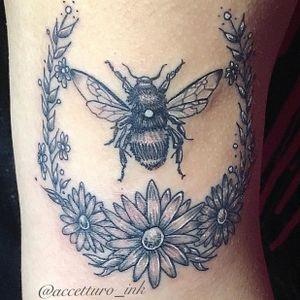 Honeybee #fineline #bee #honeybee #floral #blackAndWhite #illustrative #illustration