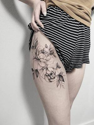 #peony #girlytattoo #girl #inkmagazine#tatuagens #drawing #flowerdrawings #flowers #blackandgray #blacktattoo #skech #finelinetattoo #girl #gdansk #floraltattoo #blackworkerssubmission #blacktattoo #ta2