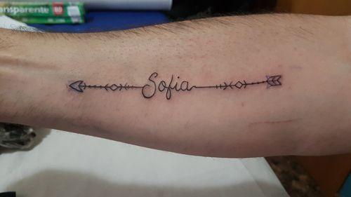 Tatuaje flecha Sofia