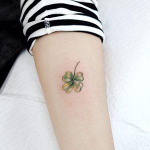 Tattoo by Tattooist Dal #TattooistDal #StPatricksDaytattoos #StPatricksDay #holidaytattoo #clover #fourleafedclover #green #plant #leaf #watercolor #minimal #small