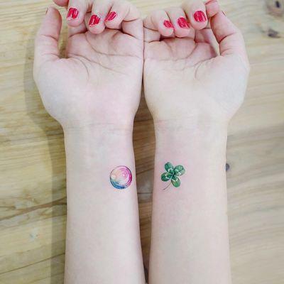 Tattoo by Tattoist Banul #TattooistBanul #StPatricksDaytattoos #StPatricksDay #holidaytattoo #clover #fourleafedclover #green #plant #leaf #rainbow #bubble #small #minimal #realism #realistic