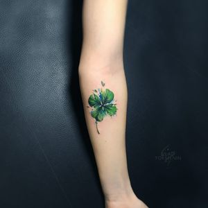 Tattoo by Vlad Tokmenin #VladTokmenin #StPatricksDaytattoos #StPatricksDay #holidaytattoo #clover #fourleafedclover #green #plant #leaf #watercolor