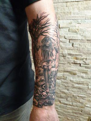 #darknesstattoo #skullstattoo #sleevetattoo #inprogress #blackngreytattoo #dynamicink #nuclearwhiteink #rotarytattoomachine #tattooist #tattooing