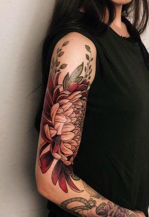 Little flower 🌸 . . . . . . #jentonic #jenxtonic #chrysanthemumtattoo #chrysanthemum #flowertattoo #colortattoo #armtattoo #bumblebee #bumblebeetattoo #neotrad #neotradsub #neotraditionaltattoo #neotraditional